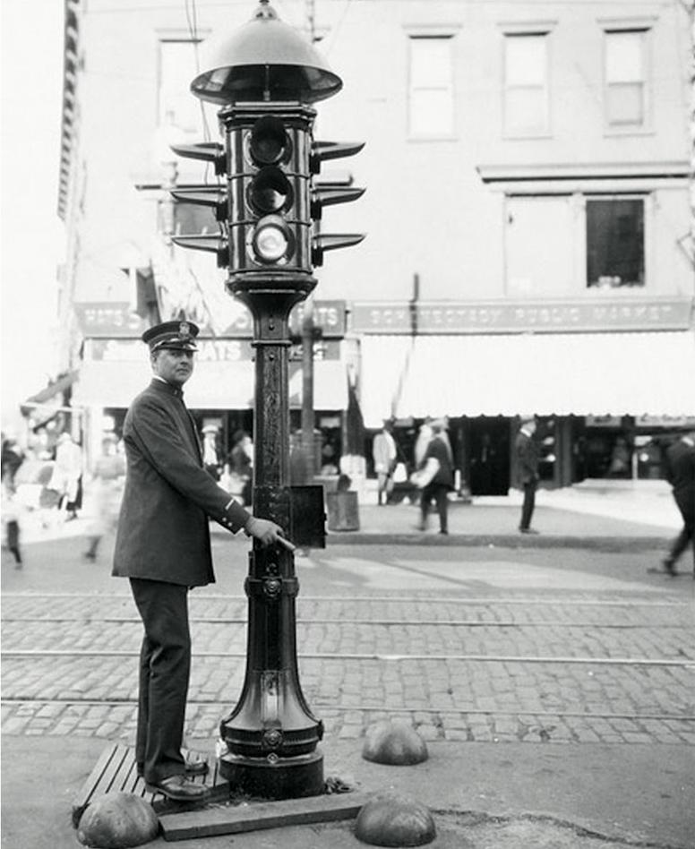 El semáforo tiene historia | De Click en Click!
