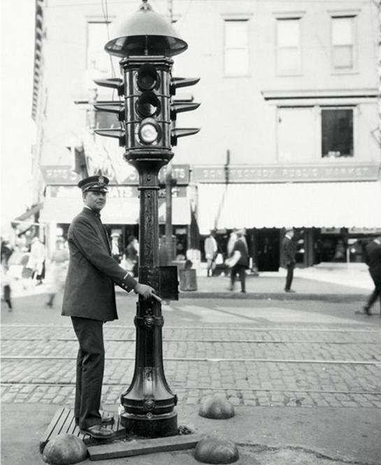 El semáforo, un invento de Garret Morgan