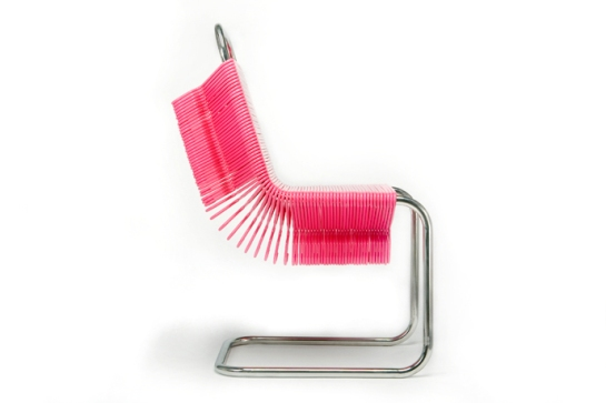 Coat Check Chair. La silla hecha de perchas