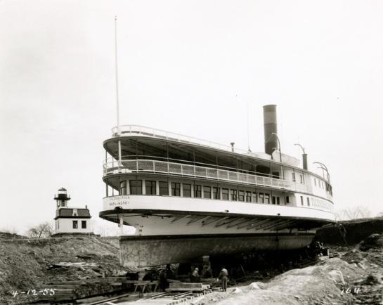 Shellburn-Ticonderoga-Siendo colocado en su ubicación definitiva-1955