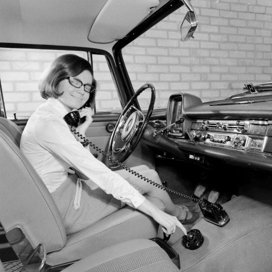 Telefono móvil en el coche