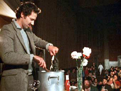 Werner Herzog se come su propio zapato
