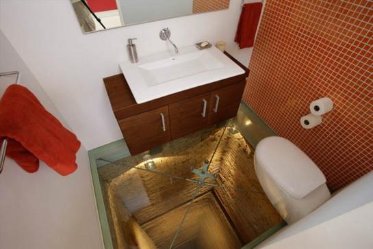 Baño con el suelo de cristal