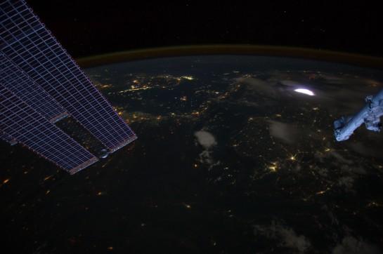 Duende fotografiado desde la ISS en Abril de 2012