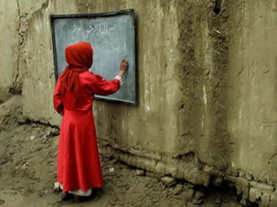 Niña en una escuela en Kabul