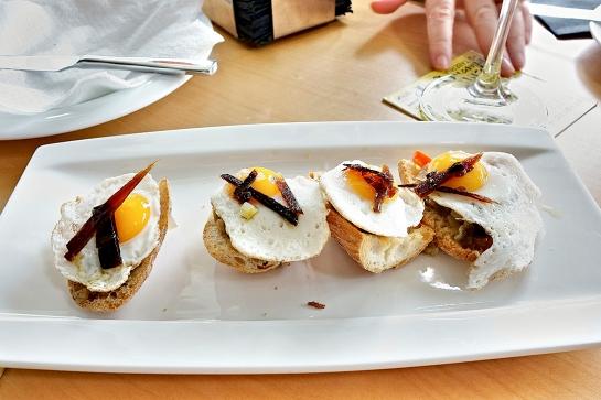 """Huevos de codorniz con pisto de verduras, también regado con """"Cava Rosado Gran Codorniu Vintage 2009"""""""