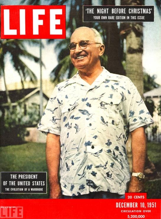 """El presidente Harry S. Truman luciendo una camisa aloha en la portada de la prestigios revista """"Life"""" del mes de diciembre de 1951"""